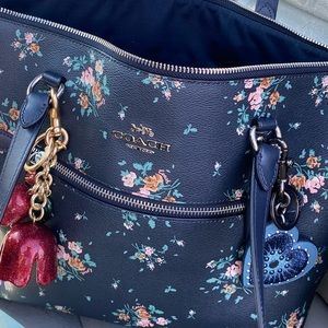 😱😍 beautiful large coach floral large zip tote